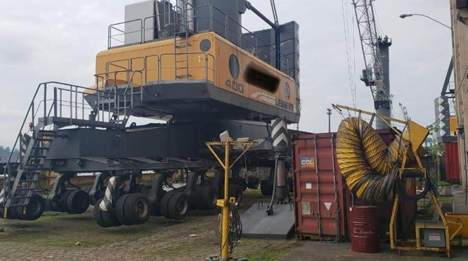104 TONS MOBILE HARBOUR CRANE FOR SALE - Liebherr LHM400 - YEAR OF MANUFACTURE 2002